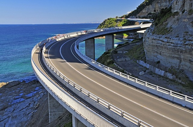 The amazing sea cliff bridge